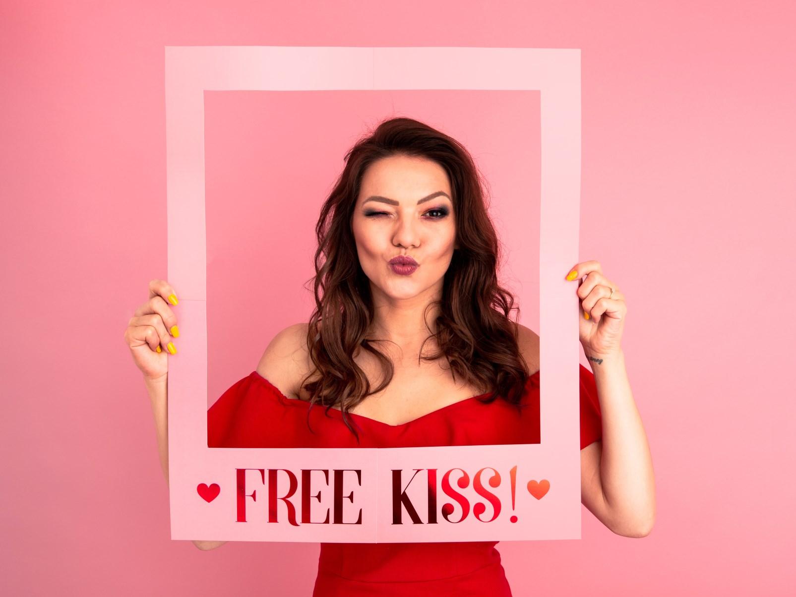 Χάρτινη Κορνίζα Free Kiss