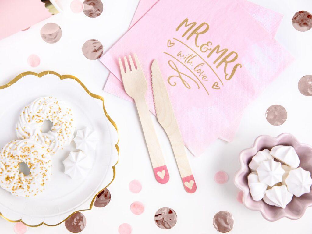 Ξύλινα Μαχαιροπίρουνα με Ροζ Παστέλ Καρδιά – 18 Τεμάχια