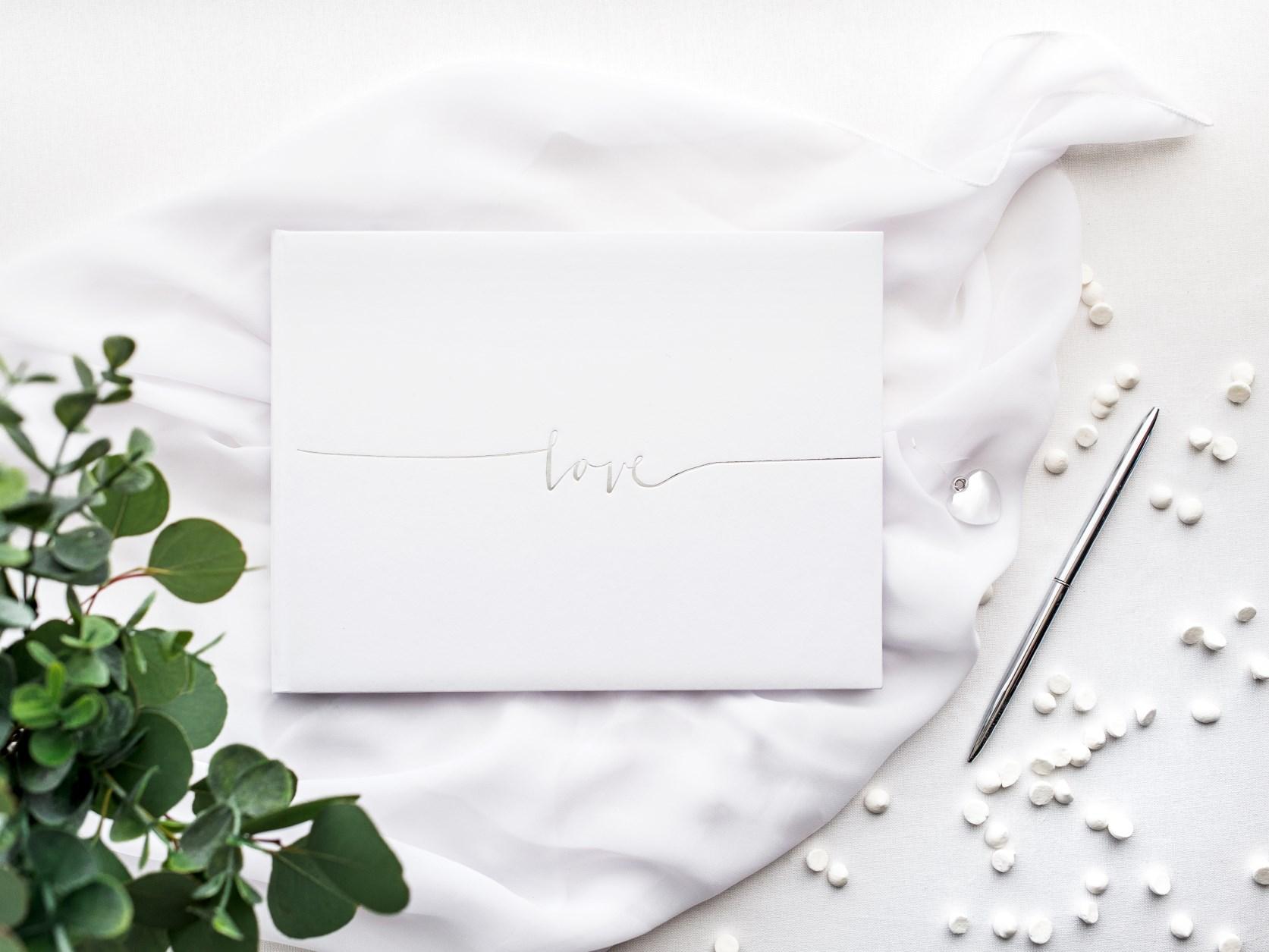 Ευχολόγιο – Βιβλίο Ευχών Γάμου Love Ασημί