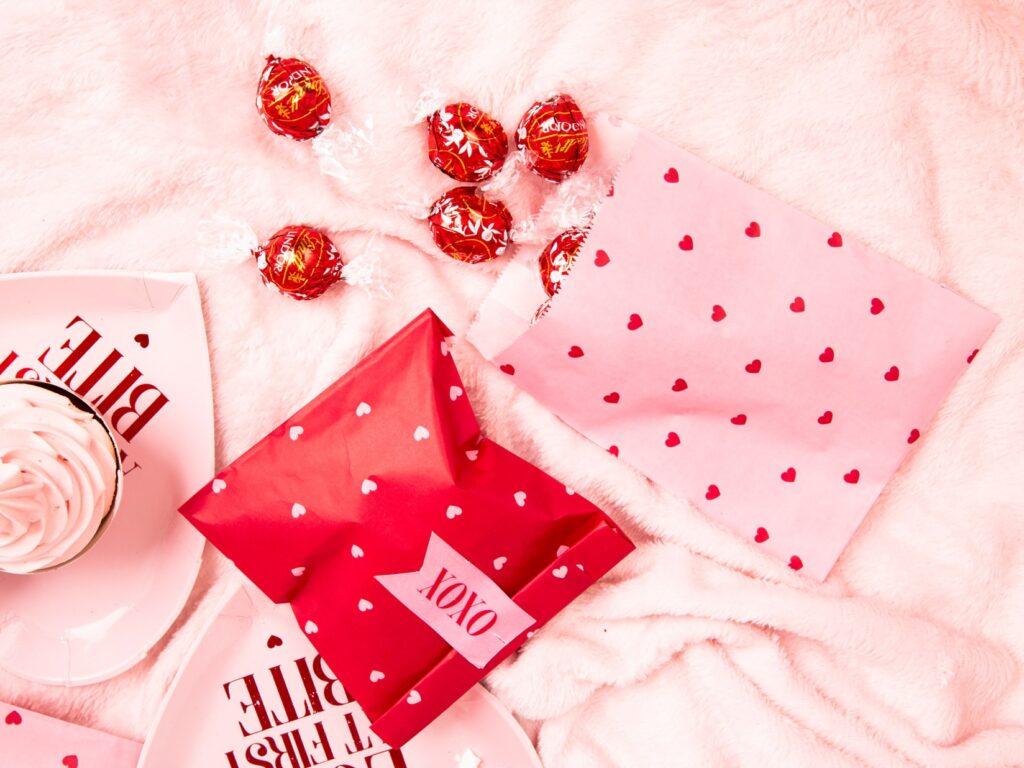 Χάρτινα Σακουλάκια Κερασμάτων Ροζ Love – 6 Τεμάχια