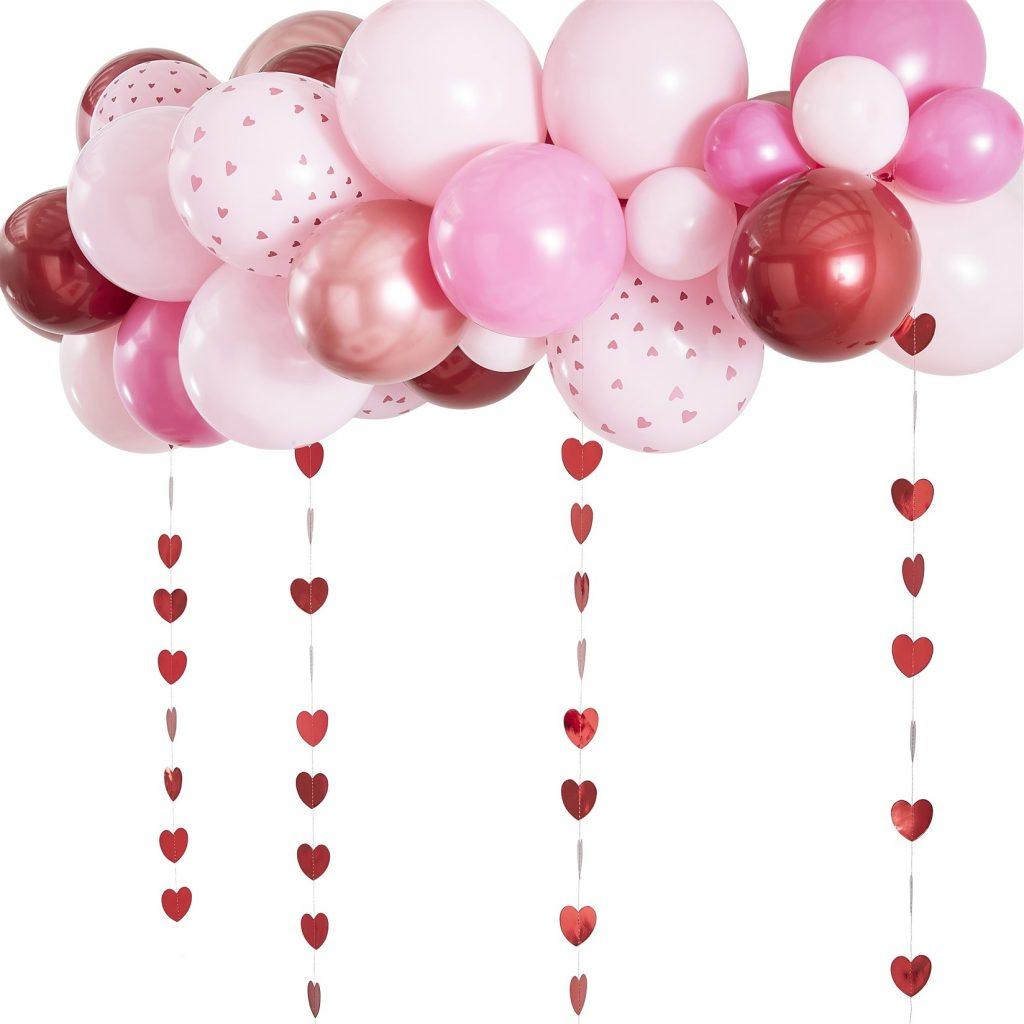 Σύνθεση από Μπαλόνια Ροζ Κόκκινα & Rose Gold με Γιρλάντες Καρδούλες
