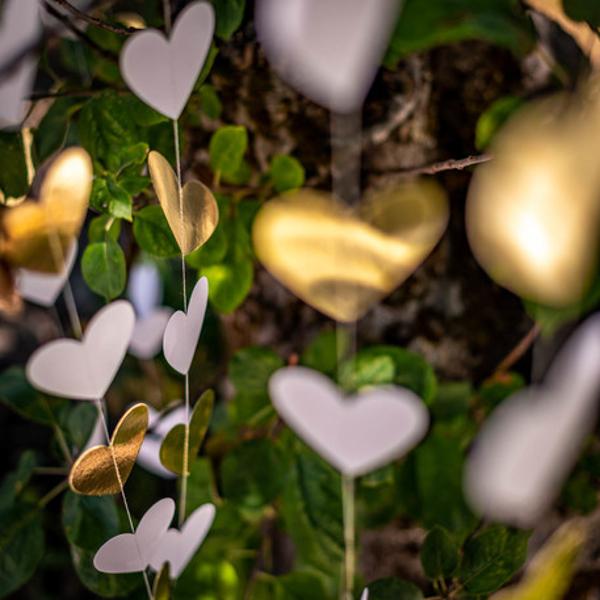 Διακοσμητική Κουρτίνα με Χρυσές & Λευκές Καρδιές 180×200εκ.