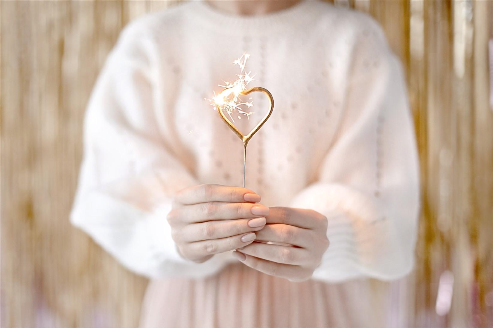Χρυσά Σπινθηροβόλα Κεριά Καρδούλα – 2 Τεμάχια