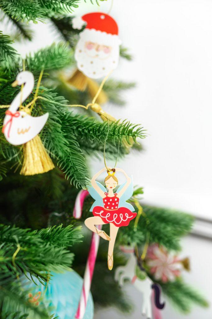 Χάρτινα Χριστουγεννιάτικα Καρτελάκια Δώρων Καρυοθραύστης